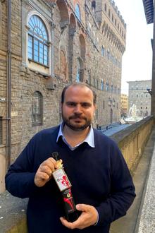 """Olio, è toscano il miglior extravergine biologico Igp d'Italia: è """"V"""" della Fattoria di Volmiano di Firenze"""