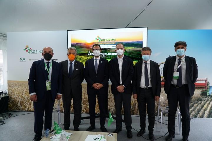 """G20 FIRENZE, IL MINISTRO PATUANELLI IN VISITA AL PADIGLIONE AGRINSIEME: """"LA SFIDA DELLA SOSTENIBILITA' E DELLA FAME ZERO SI VINCE INSIEME""""."""